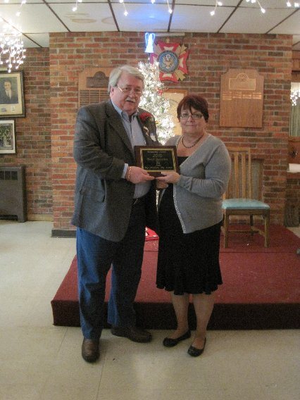 Colleen Mountford presents Ron Urban with the Ulster County Big Brothers and Big Sisters the 2010 Ulster County Community Service Award